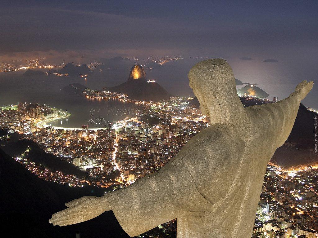 Cristo Aereo de Noche