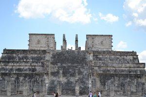 «Templo de los Guerreros» y de las «Mil Columnas» en donde se encuentra el Chac Mool.