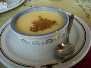 La natilla es un postre típico en la cocina española.