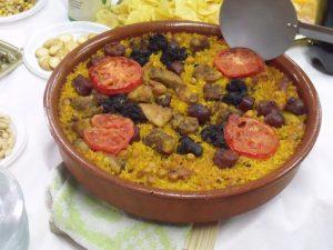 El arroz al horno es una comida típica de Valencia.
