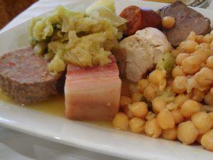 El cocido madrileño es un plato típico de la gastronomía de Madrid