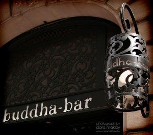 Entrada del Buddha Bar en París