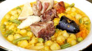 El cocido andaluz es un plato típico de Sevilla.