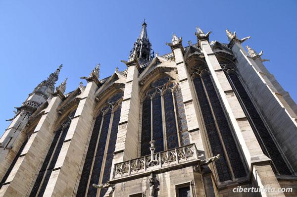 La Santa Capilla (Sainte-Chapelle, en francés)