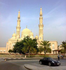 La mezquita de Jumeirah, en Dubái, es una de las más visitadas en el país.