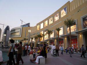 El centro comercial más grande del mundo se encuentra en Dubai.