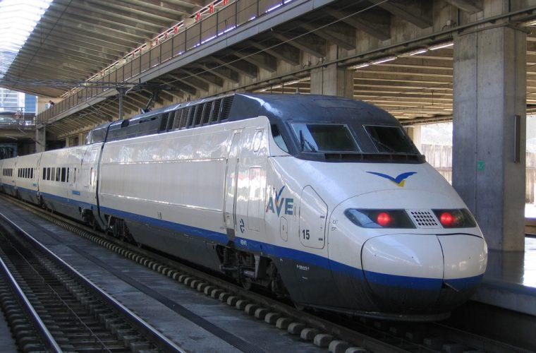 AVE Sevilla-Madrid, en la estación de Córdoba