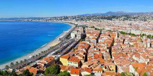 Vista panorámica de la parte vieja de Niza y del Paseo de los Ingleses.