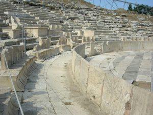 Sillas-de-marmol-en-el-Teatro-de-Dioniso