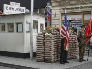 Checkpoint Charlie, el antiguo paso fronterizo de las ex Alemanias