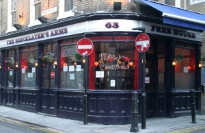 Bar The Bricklayers (Londres)