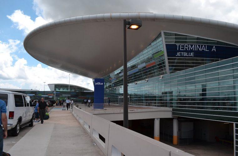 Terminal A Jet Blue del Aeropuerto Luis Muñoz Marín