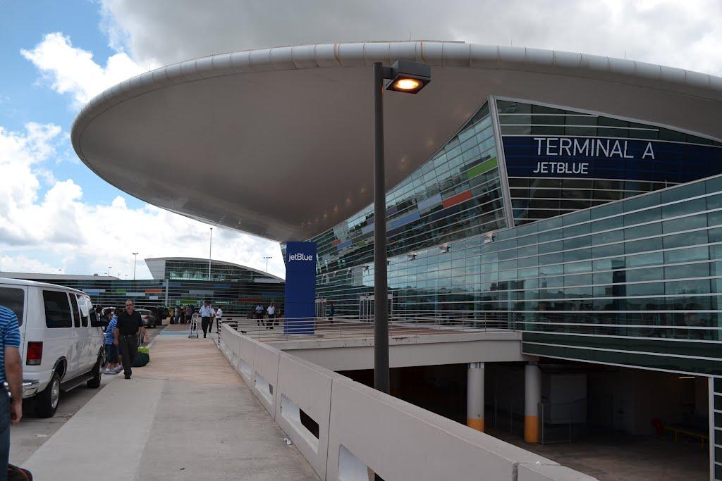 Terminal A Jet Blue del Aeropuerto Luis Muñoz Marín - autor