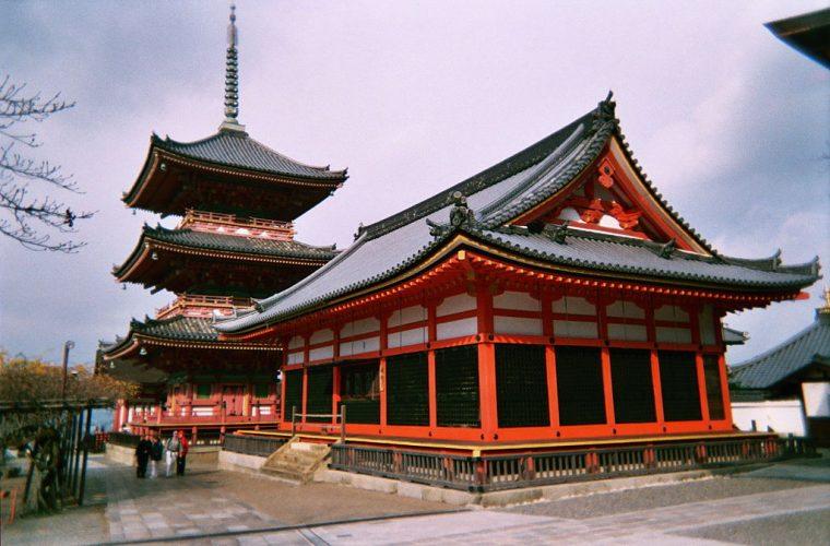 Templo Kiyomizu-dera (Tokio, Japón)