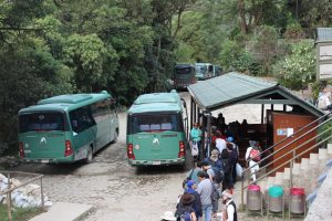 Autobuses a su llegada a Machu Picchu