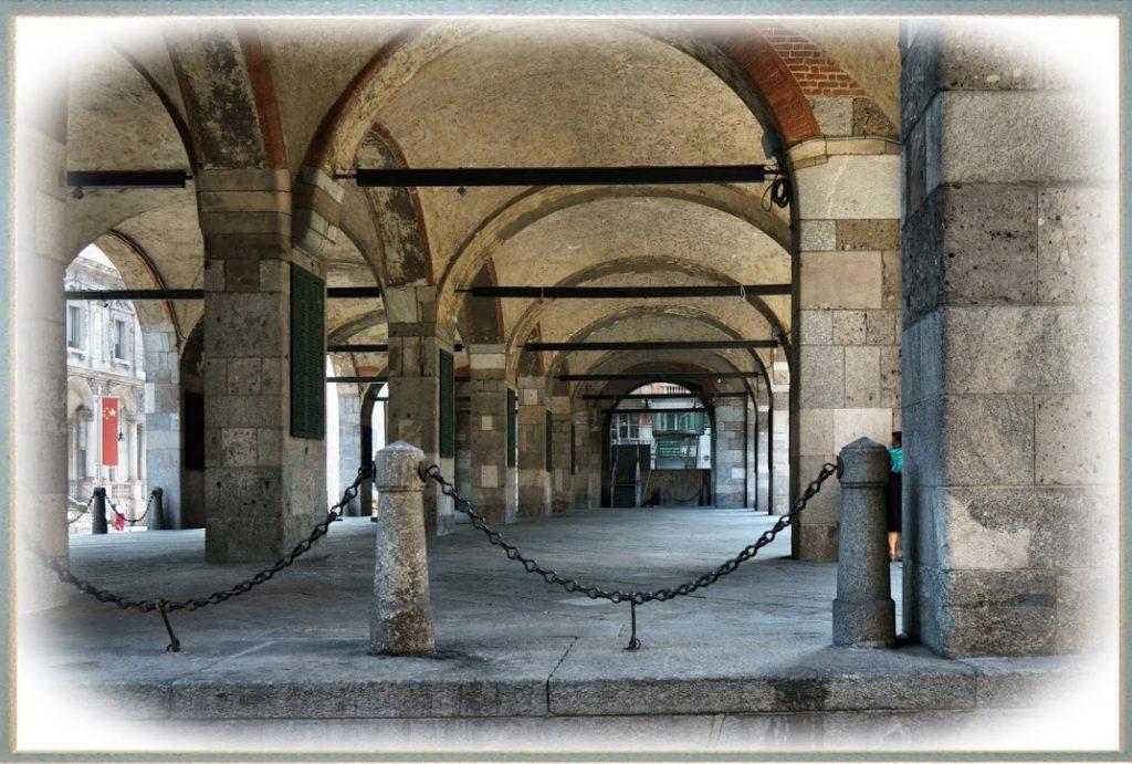Piazza Mercanti 1