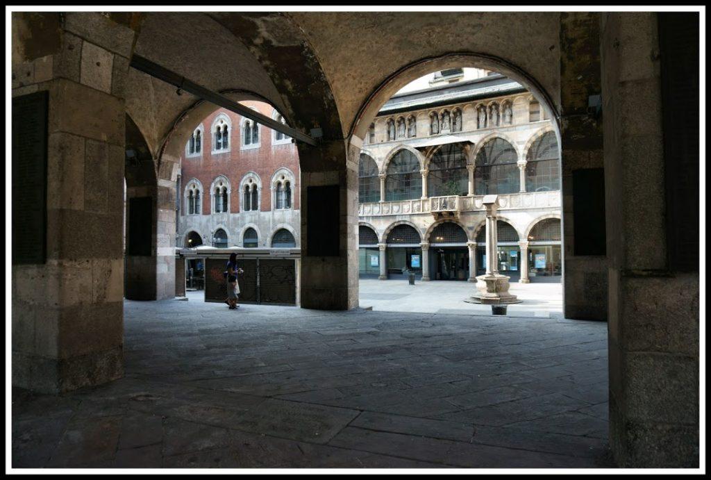 Piazza Mercanti 4
