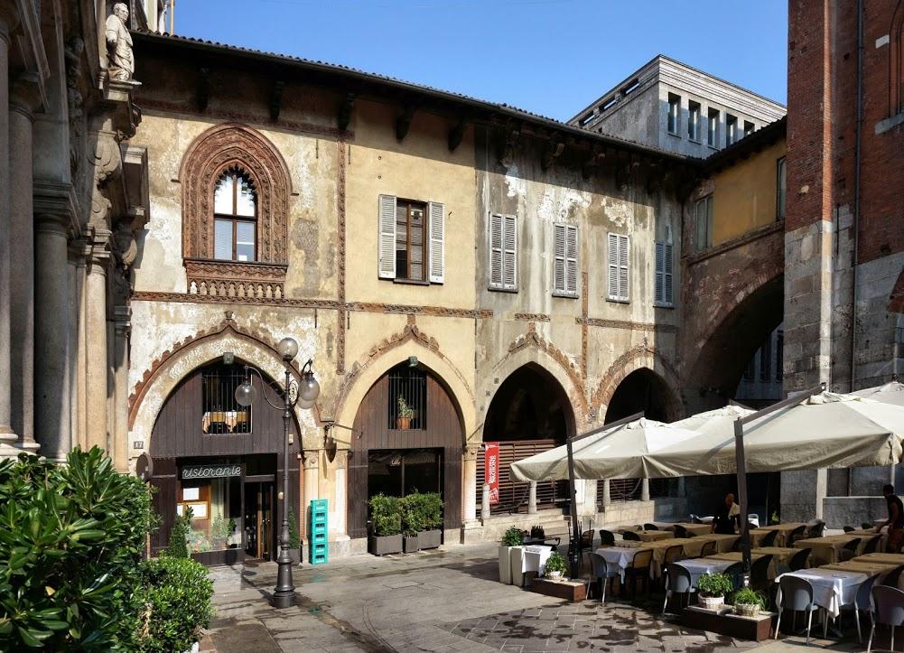 Piazza Mercanti 7