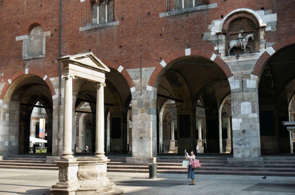 Piazza Mercanti 10
