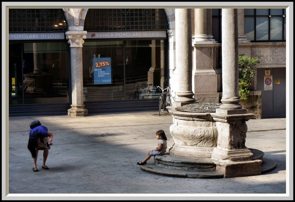 Piazza Mercanti 12