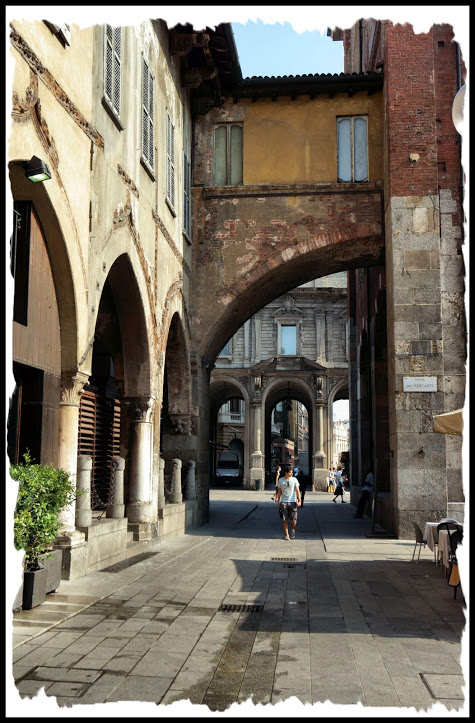 Piazza Mercanti 14