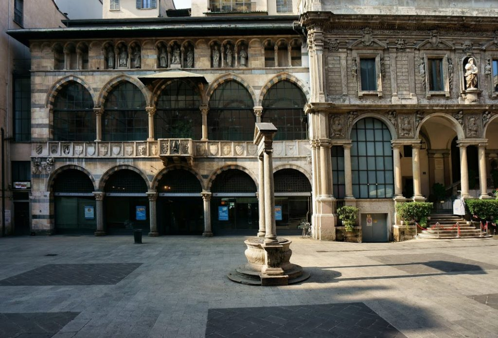Piazza Mercanti 15