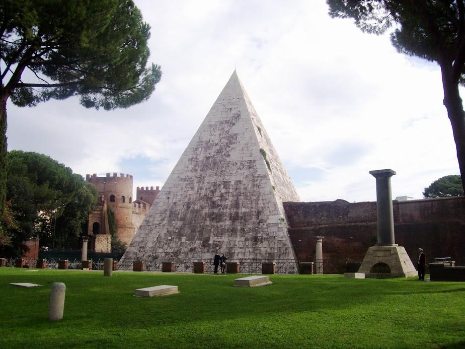Pirámide Cestia 3