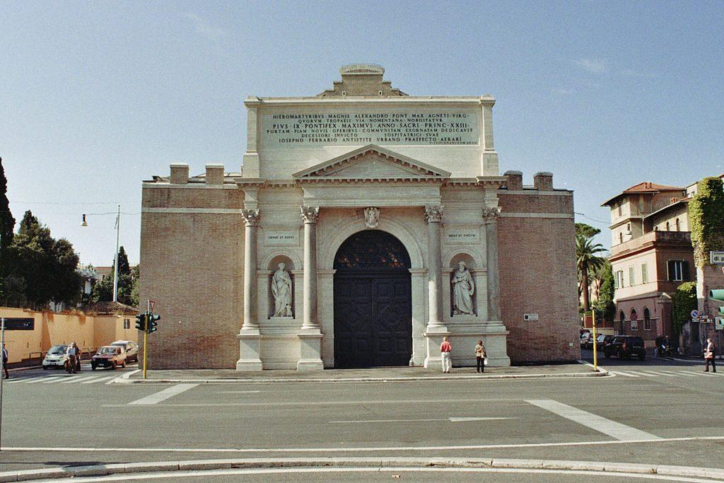 Puerta Pía 5