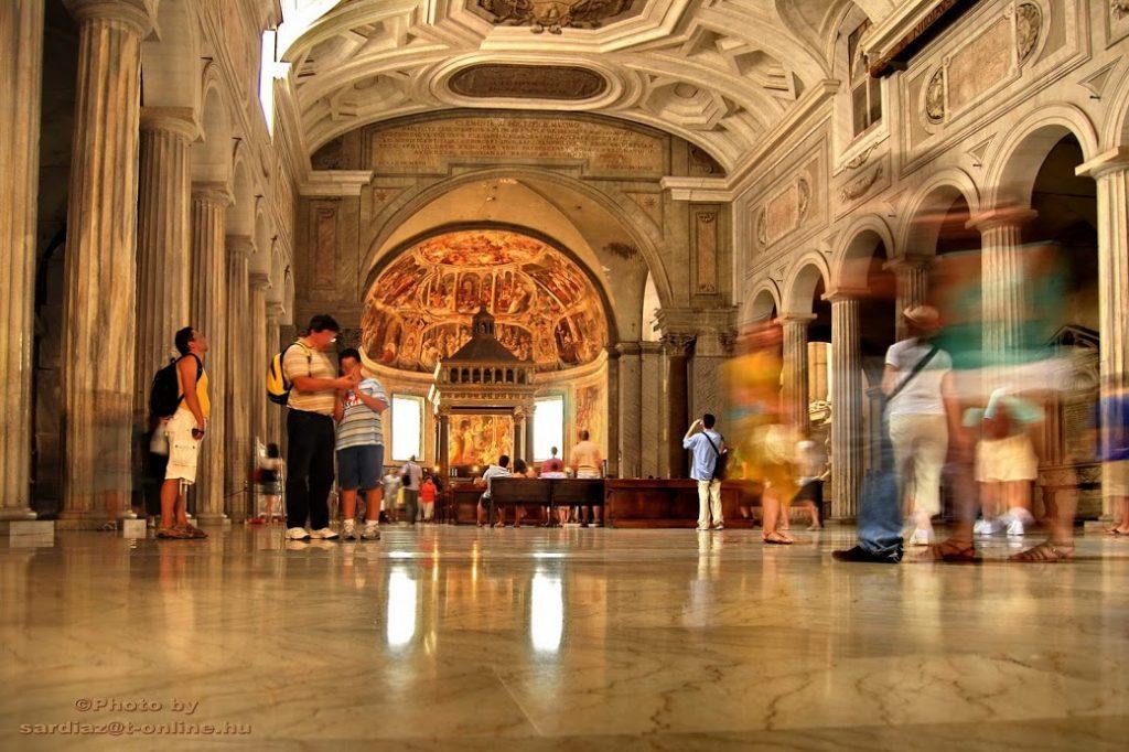 San Pietro in Vincoli (en español: San Pedro encadenado) 9