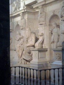 San Pietro in Vincoli (en español: San Pedro encadenado) 13