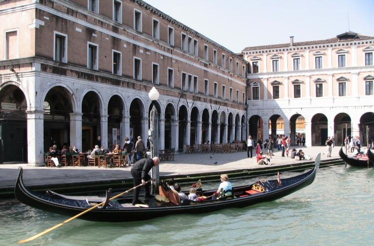 Tomar un paseo en góndola en Venecia 1