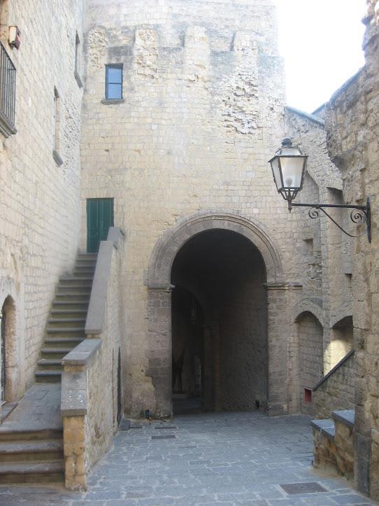 Castel dell' Ovo 10
