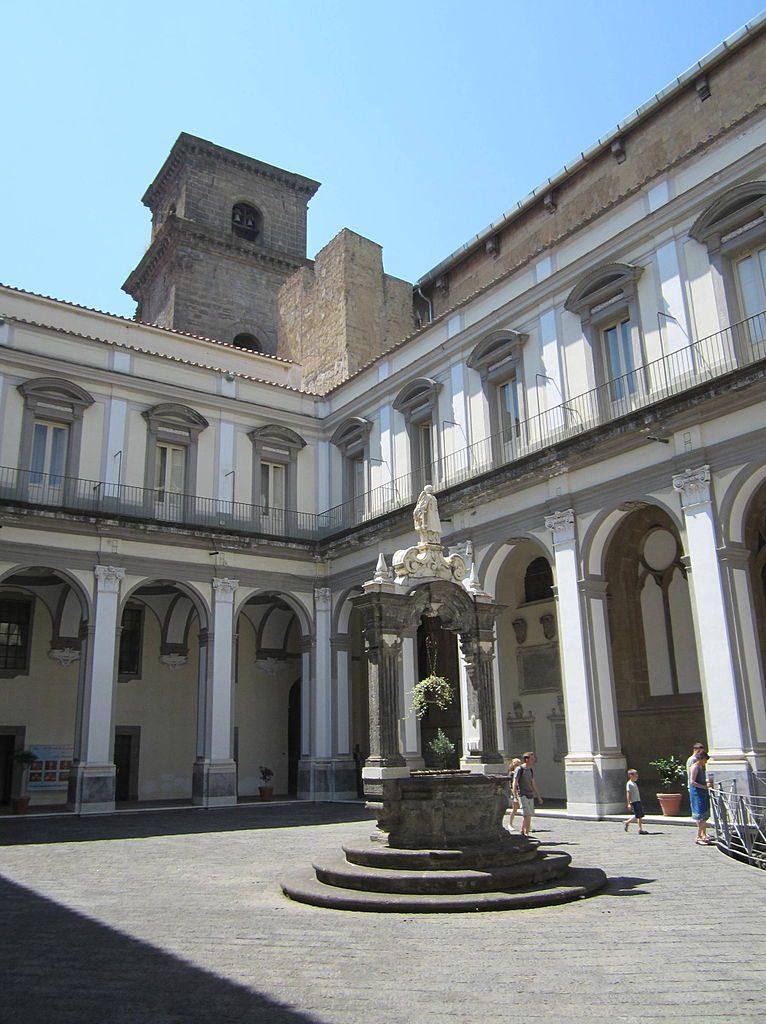 Chiesa e Scavi di San Lorenzo Maggiore 8