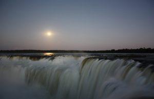 Paseo de luna llena, Cataratas del Iguazú (Argentina)
