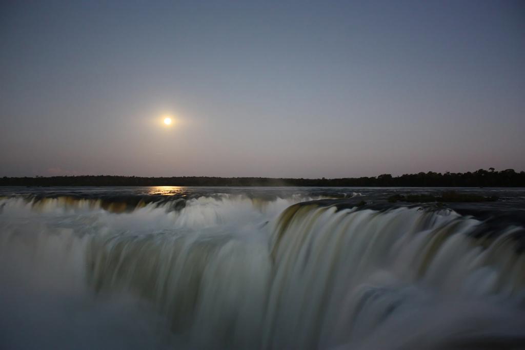 Paseo de luna llena, Cataratas del Iguazú (Argentina) 1