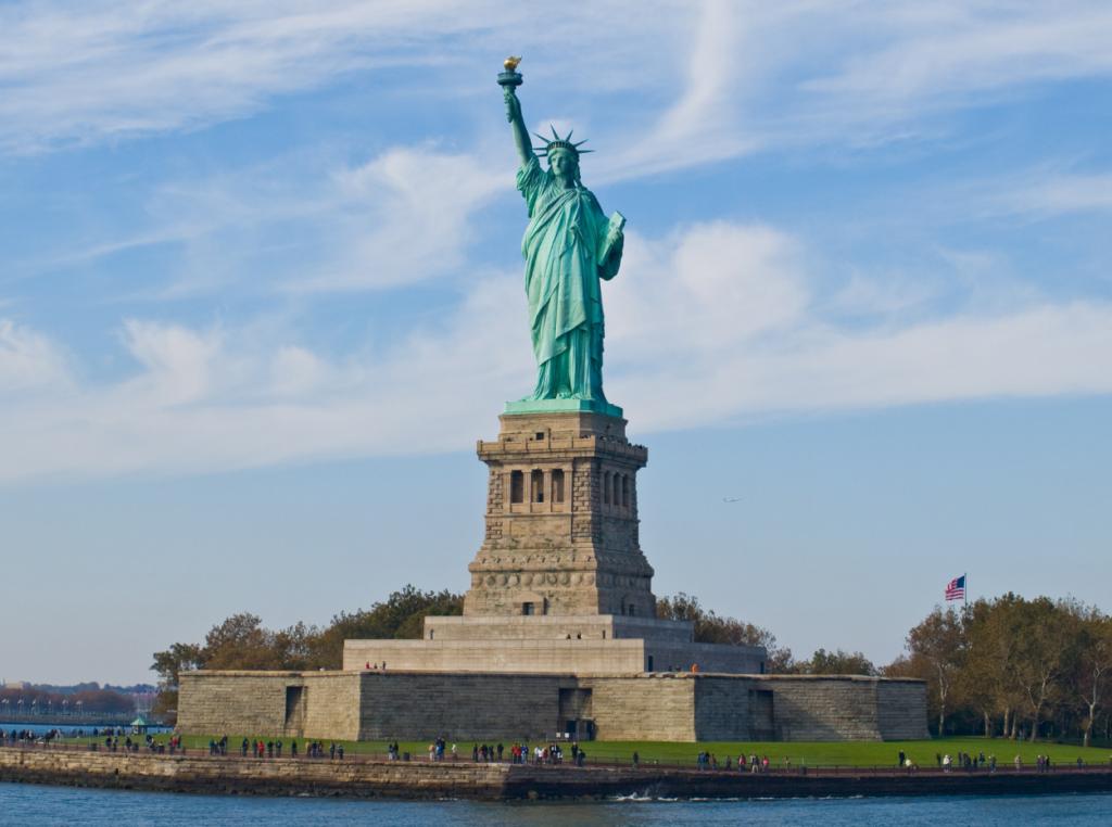 La Estatua de la Libertad conmemora los 100 años de la independencia de Estados Unidos.
