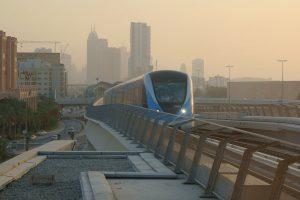 Metro de Dubái el día de su apertura.