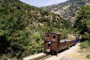 Garganta con cala de la montaña Vouraikos ; 75cm tren cremallera Diakofto - Kalávryta , Peloponeso .