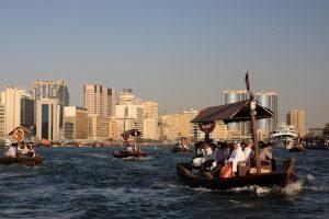 Paseo en barco por el arroyo Dubai Creek.