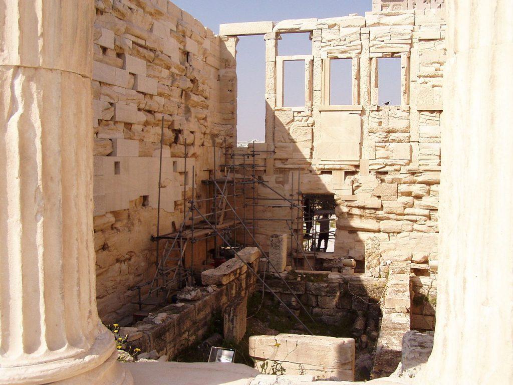 interior-templo-de-Erecteón