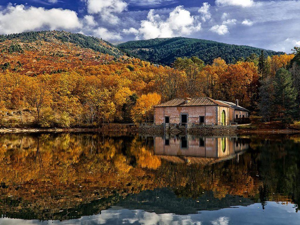 La granja de San Idelfonso (Segovia) en otoño.