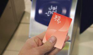 Tarjeta Nol card roja para el transporte en metro.