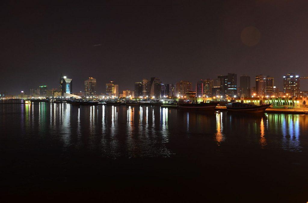 vista-nocturna-de-la-ciudad-de-Dubai