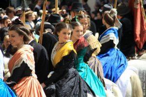 Fiesta del traje-Vestimenta típica femenina