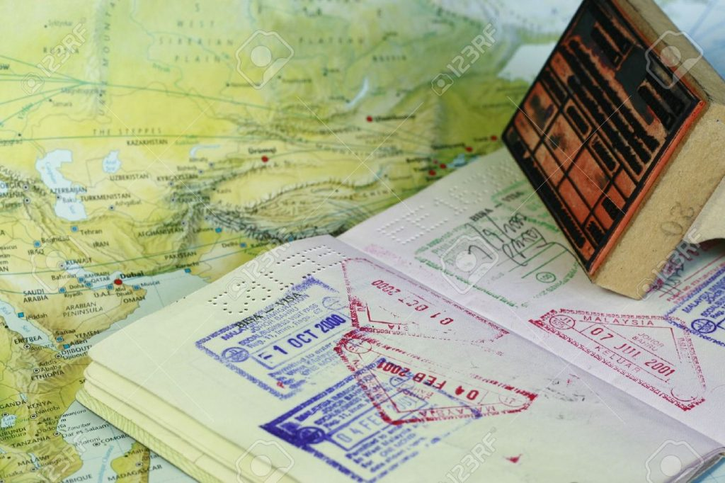 4011127-sellos-de-visado-en-el-pasaporte-Foto-de-archivo