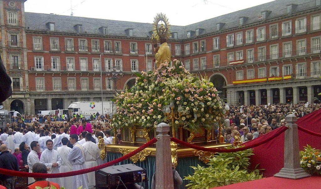 Dia-de-la-Virgen-de-Almudena