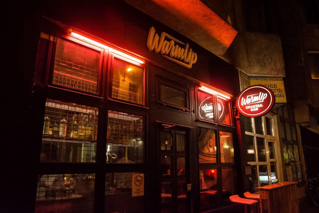 Exterior-del-Warm-Up-Cocktail-bar
