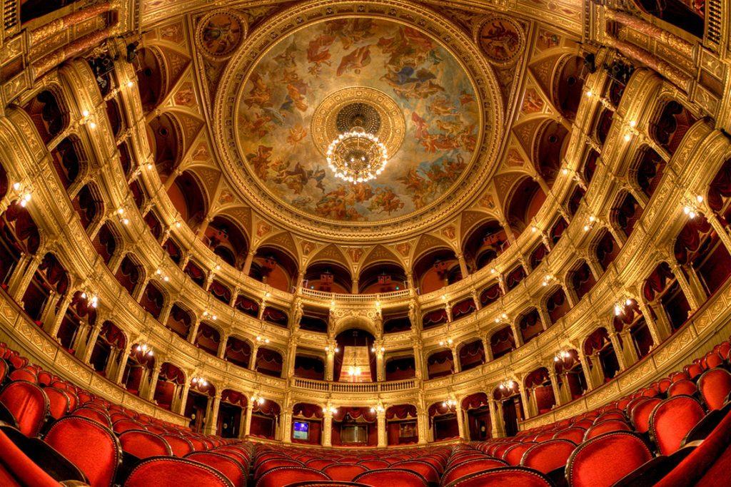 Interior-de-la-Opera-de-Budapest