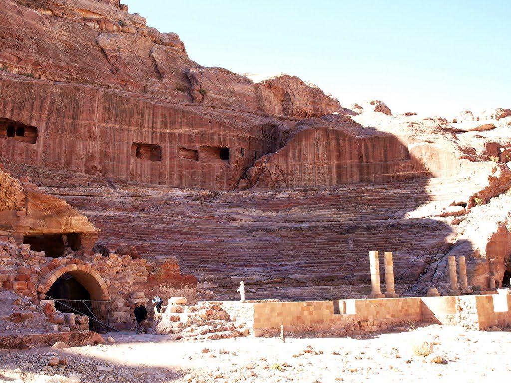 Interior-del-Teatro-Romano-en-Petra