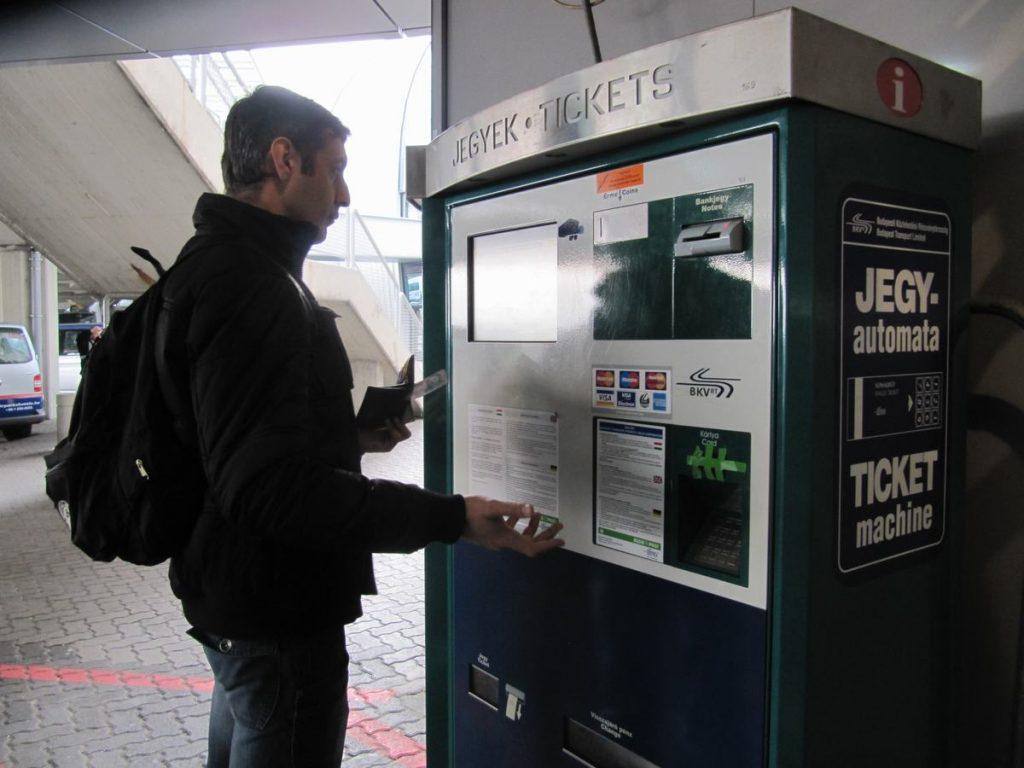 Maquina-de-billetes-para-metro-tranvia-o-autobus